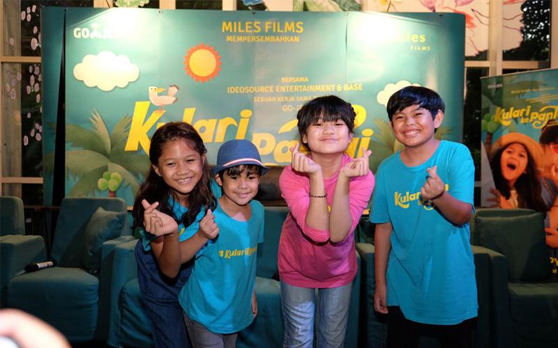 KULARI KE PANTAI, Film Anak Yang Sindir Pemakaian Bahasa Inggris
