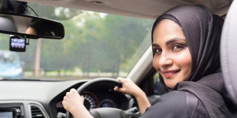 Perempuan-arab-menyetir