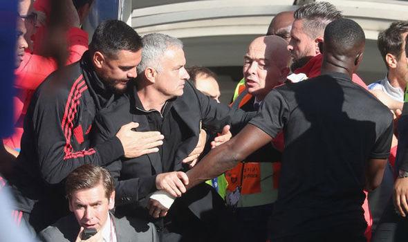 Pesan Sarri Kepada Fans Chelsea Untuk Hormati Mourinho